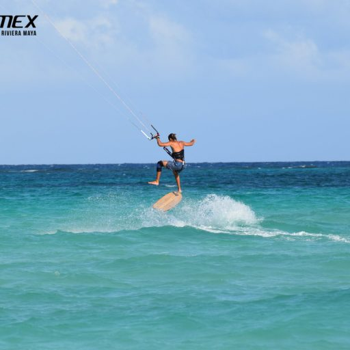 Kiteboarding Mexico. Kitesurfing School in Cancun‎